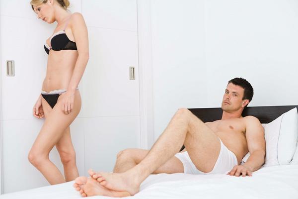 erekció férfiaknál 50 év után srác levágja a péniszét