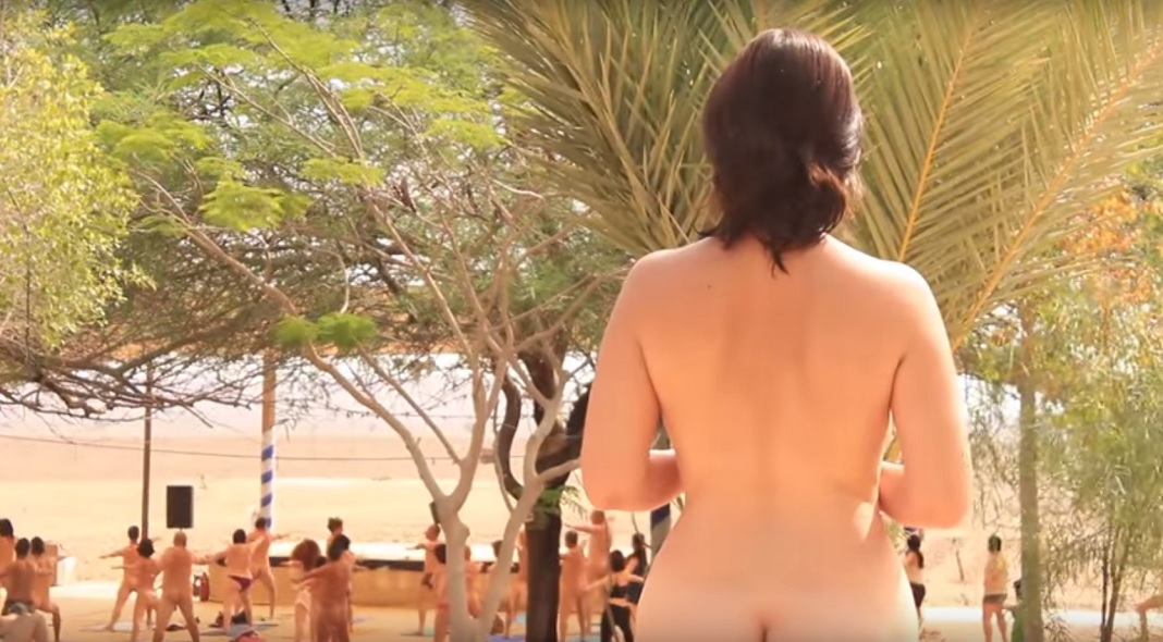 fotó nudista pufók a tengerparton
