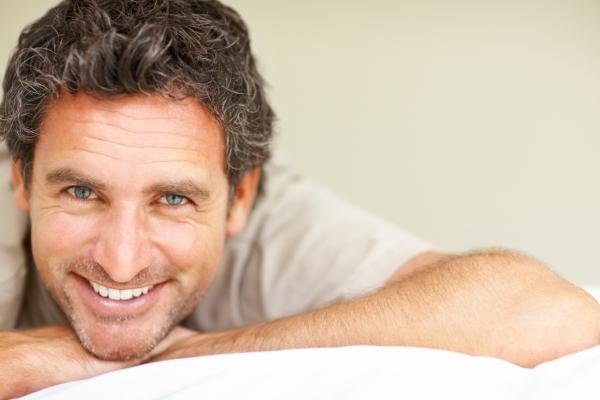 gyenge erekció 55 éves férfiaknál pénisz áram