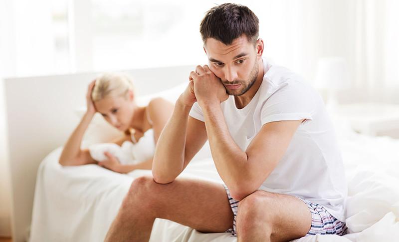nagy péniszű férfiak merevedése van, de nem ér véget