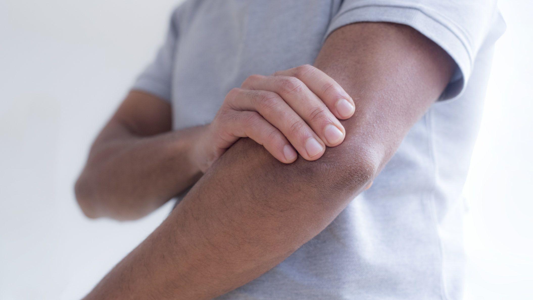 pénisz kezek helyett hogyan segíthet az embernek erekciójának növelésében